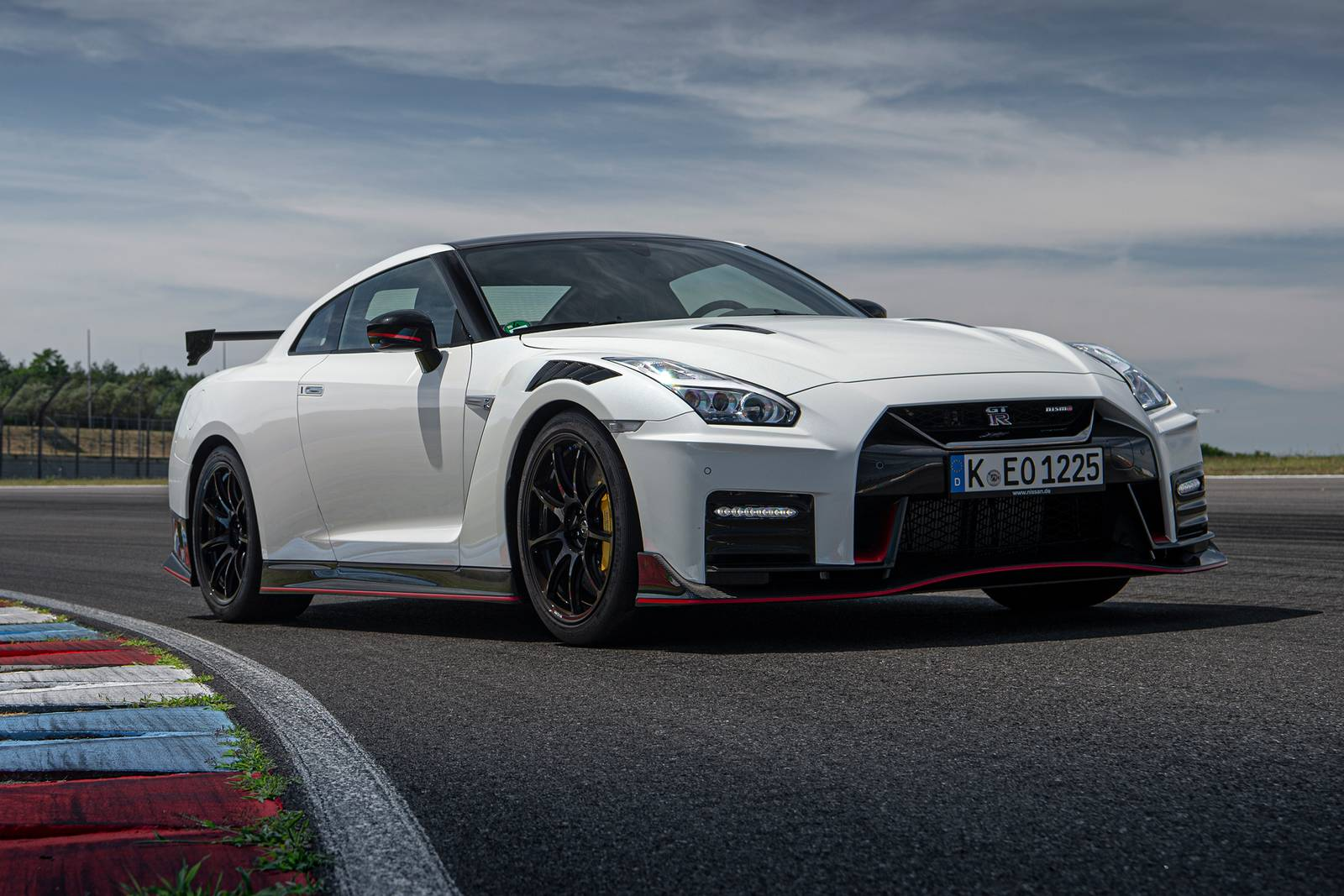 2021_nissan_gt-r_coupe_nismo_fq_oem_1_1600.jpg
